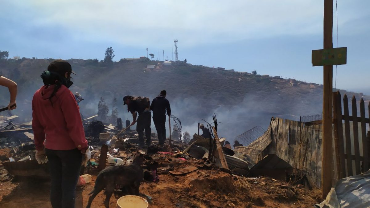 Municipio porteño interpuso querella criminal contra quienes resulten responsables por delito de incendios en Valparaíso.