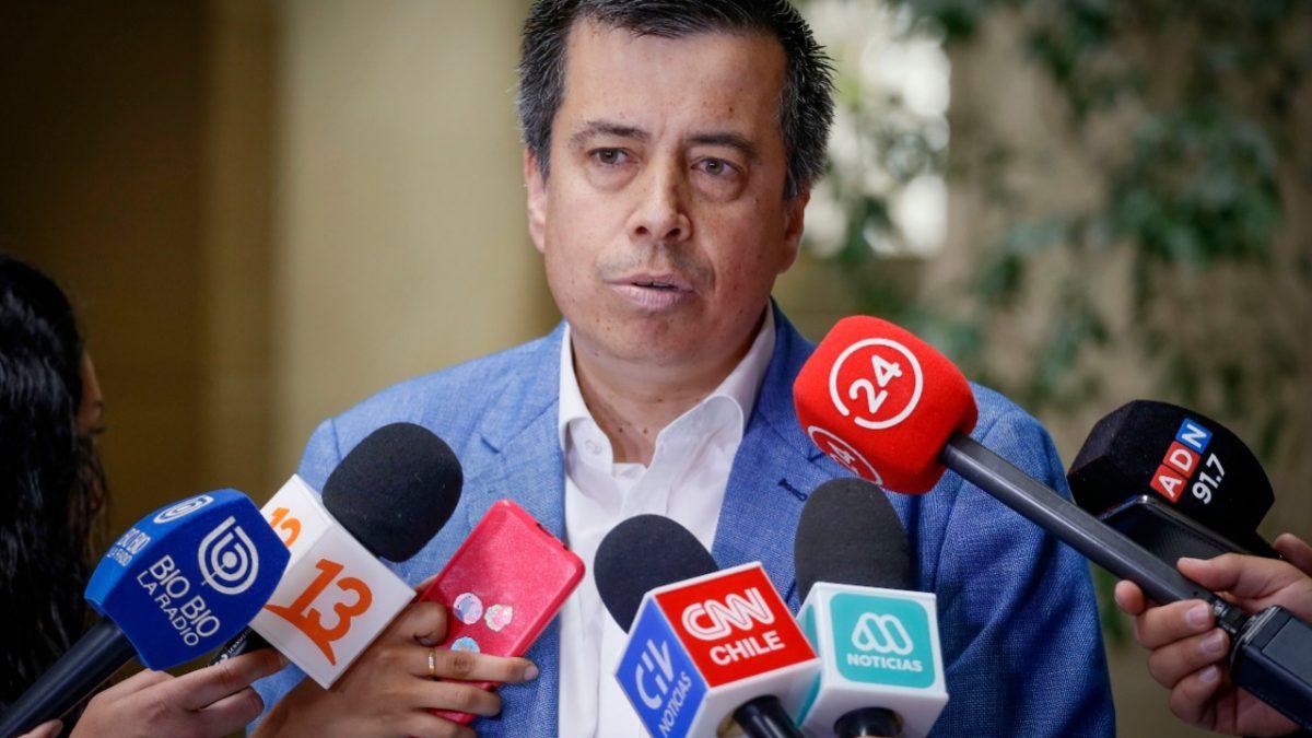 Diputado Andrés Celis busca eliminar el receso del Congreso en febrero y regular vacaciones de los parlamentarios
