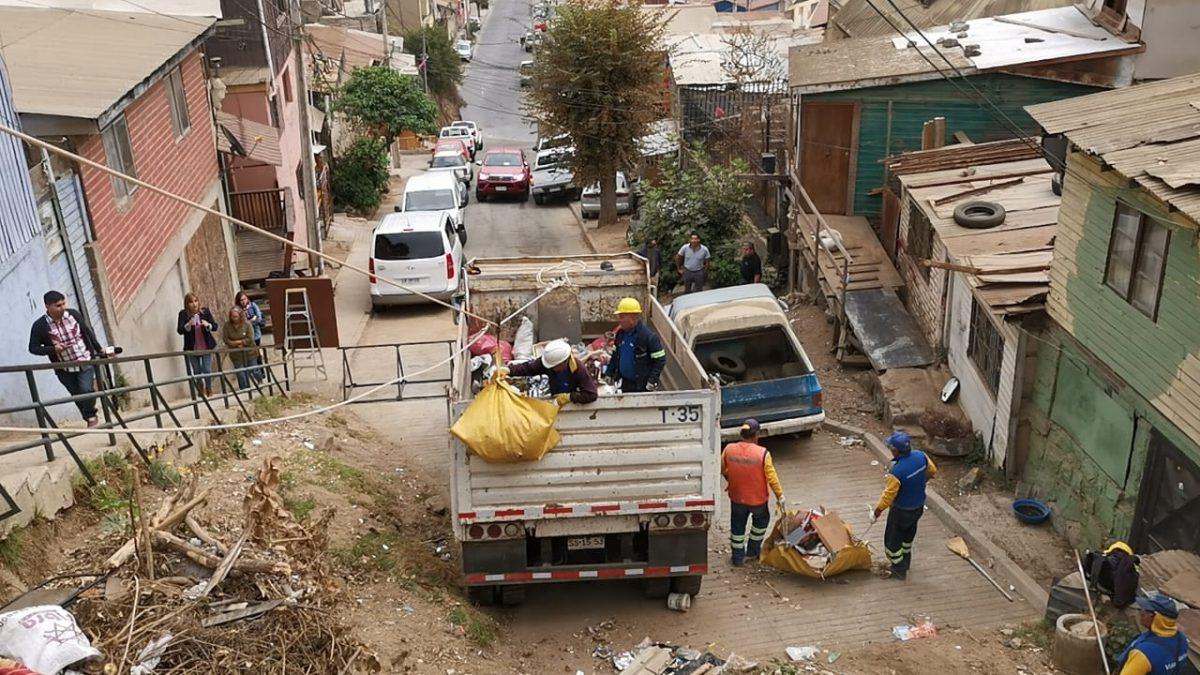 Municipio de Viña del Mar utiliza novedoso método para limpiar cuencas y quebradas
