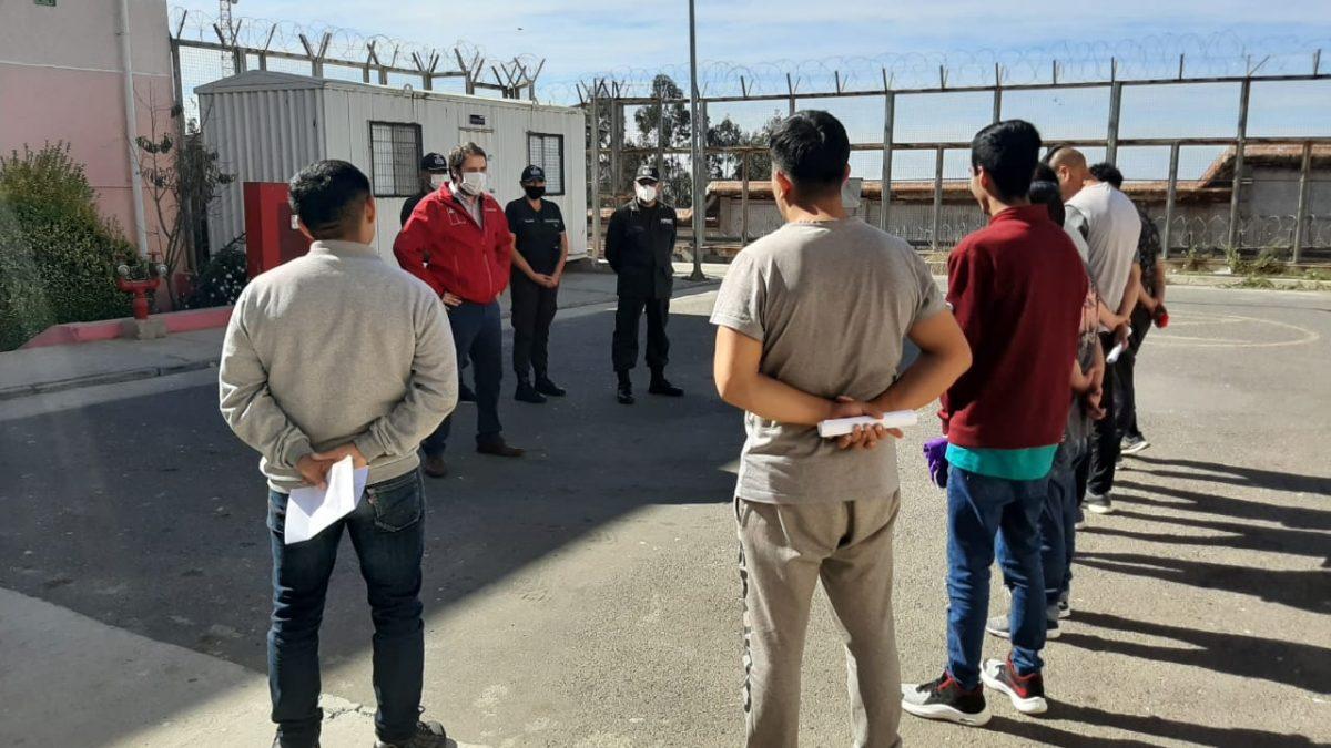 Seremi de Justicia y DD.HH. visita e informa condiciones de indulto conmutativo a internos del CPV