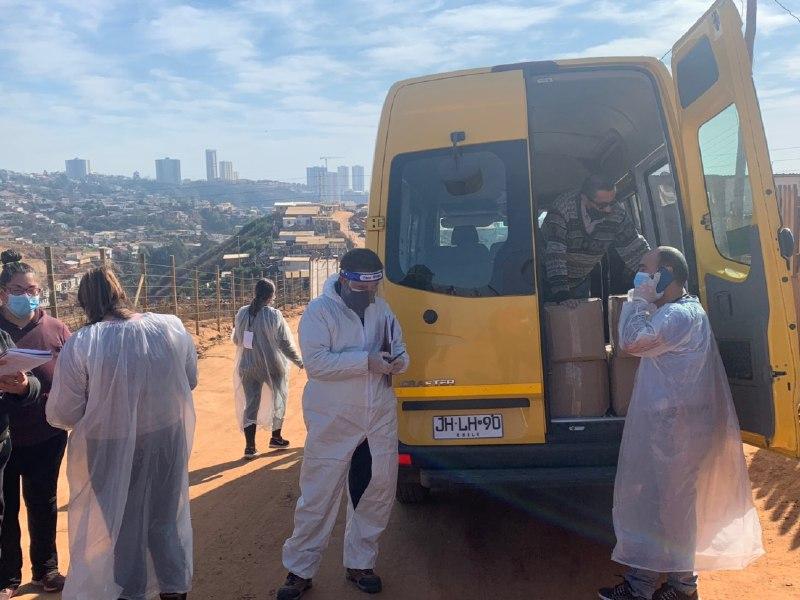 Continúa entrega de caja de alimentos y kits de aseo a familias vulnerables de Viña del Mar