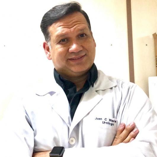 Doctor Juan Carlos Riera especialista en urología de la Clínica Los Carrera realizó un llamado a la prevención
