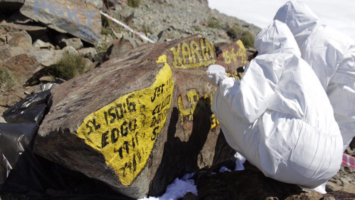 Lanzan innovador proyecto para limpiar los rayados en la cumbre del cerro La Campana de Olmué