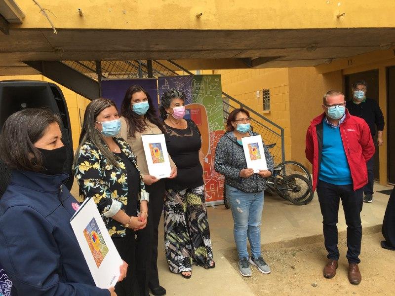 """Viña del Mar: Vecinos de conjunto social """"Siete Hermanas"""" recibieron escrituras de sus viviendas"""