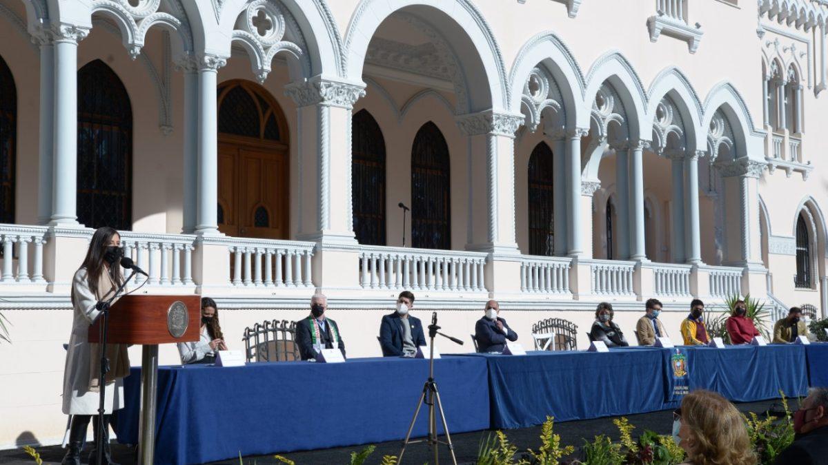 """Alcaldesa de Viña del Mar Macarena Ripamonti asume mando del municipio de cuidados: """"Pondremos la relación con la comunidad en el centro de nuestra gestión""""."""