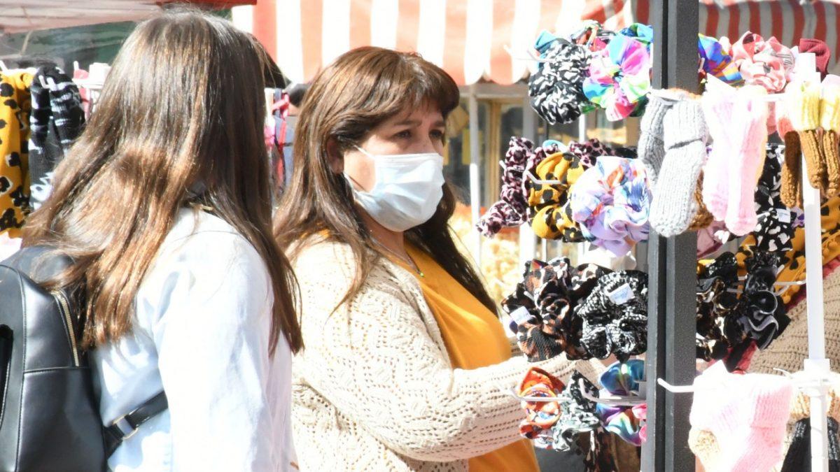 En Los Andes feria de artesanas y micro emprendedores funcionará hasta el domingo