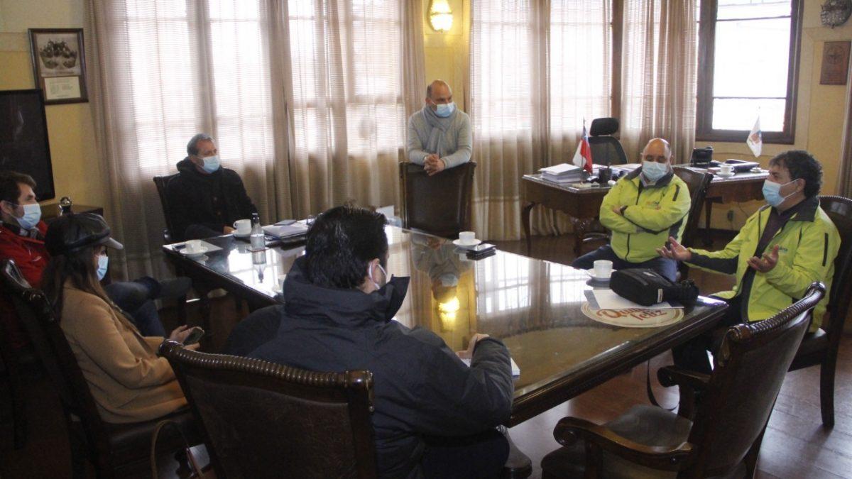 Municipalidad de Quillota y Seremi de Salud acuerdan mantener trabajo conjunto para prolongar fase 4 en la comuna