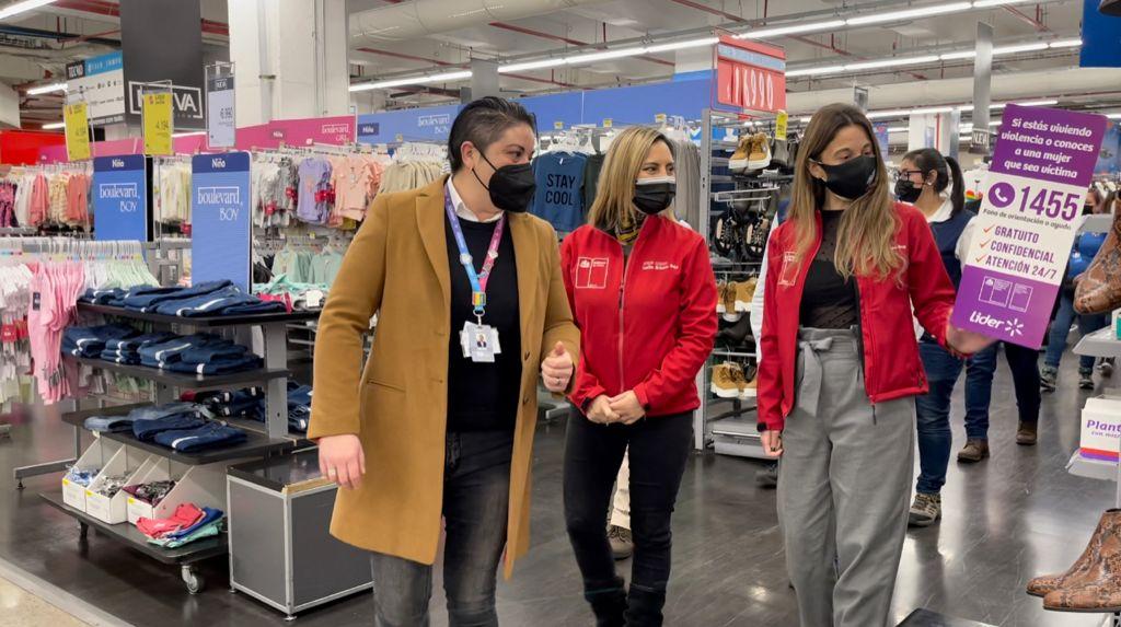 En supermercado porteño Seremi de la Mujer y de Gobierno lanzan campaña informativa contra la violencia de la mujer.