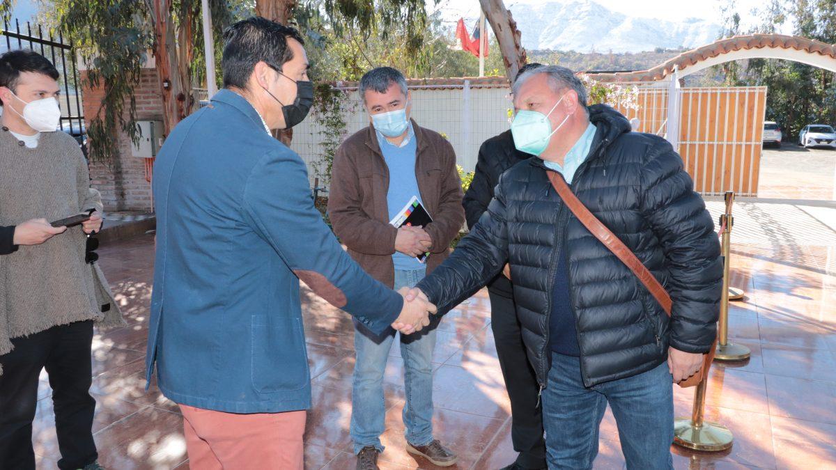 Gobernador regional sella acuerdos para generar inversión y proyectos de desarrollo en comunas de la provincia de San Felipe